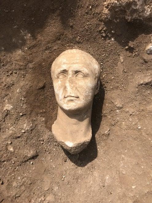 La testa di Cesare nello scavo